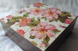 szkatułka z kwiatami dzikiej róży
