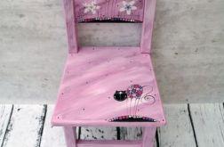 różowe krzesełko z oparciem kot