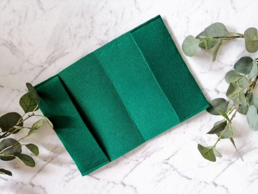 Filcowa okładka na książkę A5 zielona.
