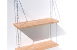Półka na łańcuchach z drewna nowoczesna
