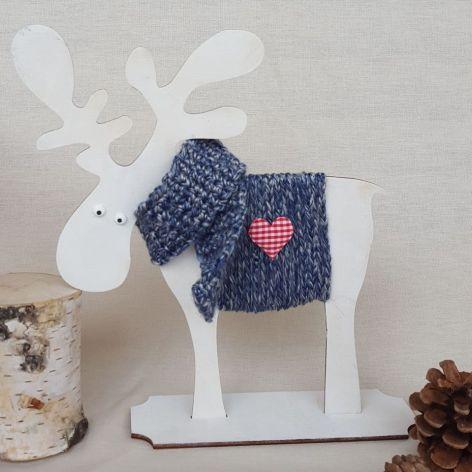Łoś Sven ze sklejki - granatowy sweterek