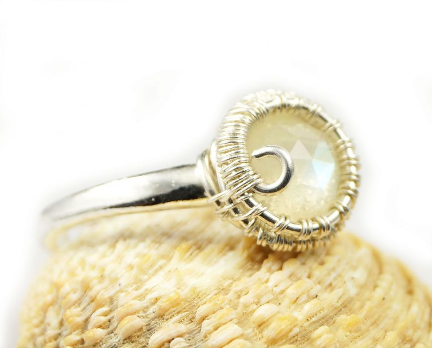 Srebrny pierścionek z kamieniem księżycowym, - srebrny pierścionek wire wrapped