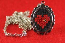 Naszyjnik haftowane czerwone serce