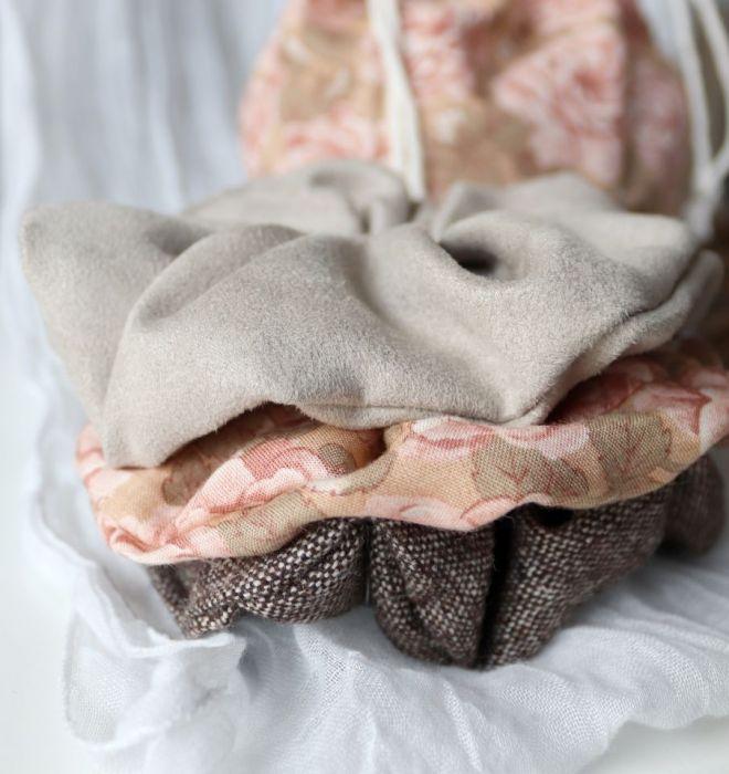 Romantyczne gumki zestaw 3 sztuki woreczek - Zestaw 3 frotek w ozdobnym woreczku