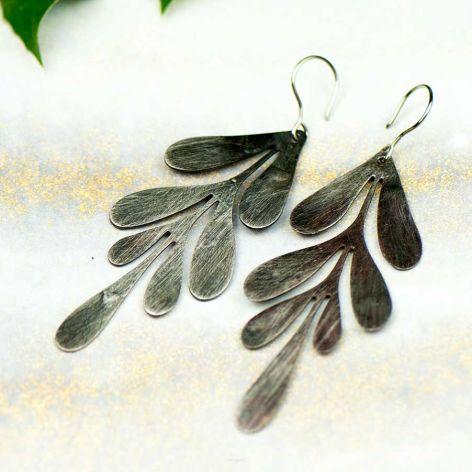 Kolczyki gałązka liści w kolorze srebra c682-