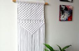 Biała makrama, makatka, dekoracja boho