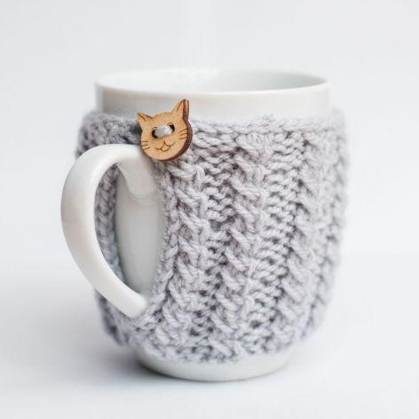 Kubek w szarym sweterku