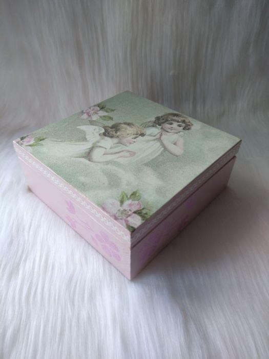szkatułka-pamiątka I Komunii Św. z aniołkami
