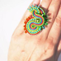 Kolorowy pierścionek sutasz
