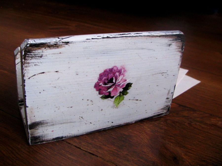 Romantyczny listownik z kwiatami -