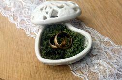 Ceramiczne pudełeczko na obrączki z mchem