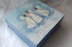 szkatułka na dewocjonalia z aniołkami w tańcu