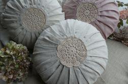 Poduszka lniana z szydełkowa rozetą naturalna