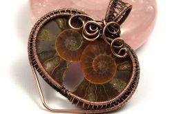 Miedziany wisior ze skamieliną Ammonitu serce