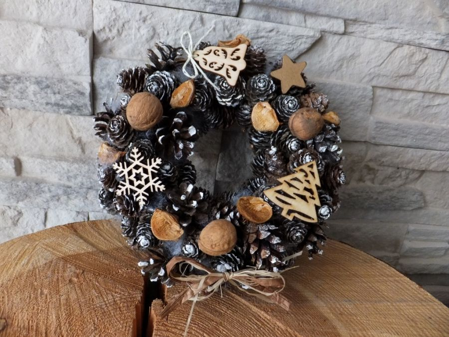Wianek stroik z szyszek Boże Narodzenie