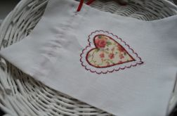 Lniany worek na drobiazgi z czerwonym serduszkiem