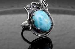 Pierścień srebrny z larimarem
