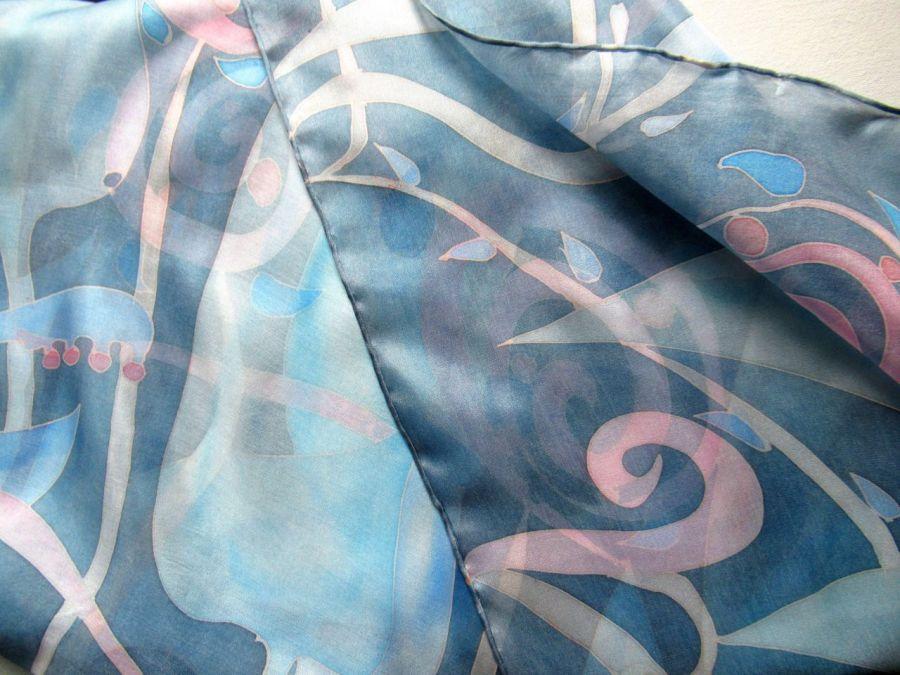 Niebiesko-różowy roślinny komin jedwabny - Jedwabny komin w tonacji różowo-niebieskiej