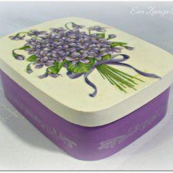 Pudełko prostokątne z fiołkami