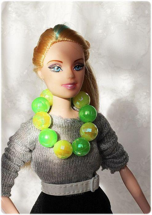 Zestaw naszyjników i bransoletek dla lalki
