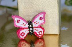 Przypinka motylek różowy