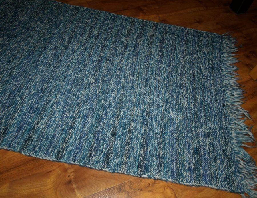 Szaro-niebieski chodnik