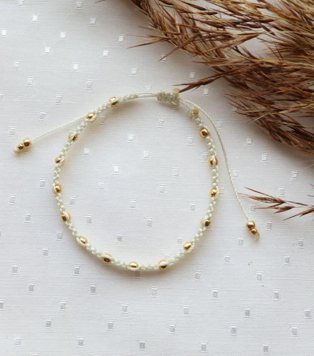 Kremowa pleciona bransoletka złote kuleczki - Kremowa bransoletka ze złotymi kuleczkami