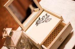 Szkatułka na biżuterię z lusterkiem