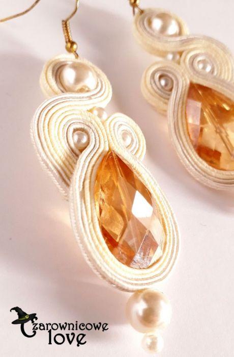 Kremowe eleganckie kolczyki z perłami -