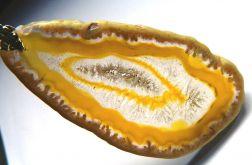 Żółty agat z kryształem i druzą,piękny wisior