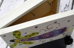 drewniane pudełko na klucze z tablicą aniołek