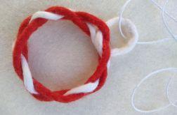 Naszyjnik z filcu biało czerwony
