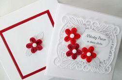 Kartka MŁODEJ PARZE z czerwonymi kwiatami