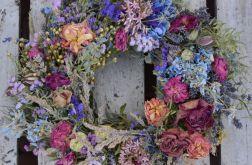 wianek z niebieską hortensją