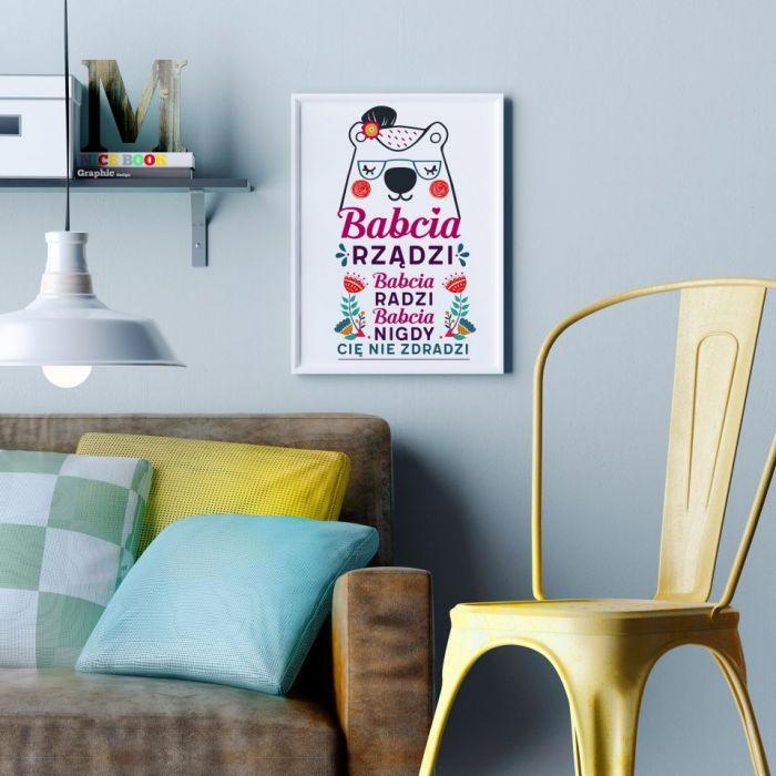 """Plakat """"Babcia Rządzi """""""