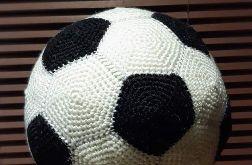 Piłka nożna na szydełku