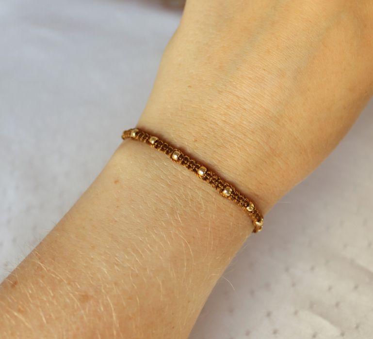Pleciona bransoletka w kolorze brązowym  - Bransoletka na rękę z makramy