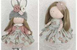 Lalka w sukience,którą można przebierać