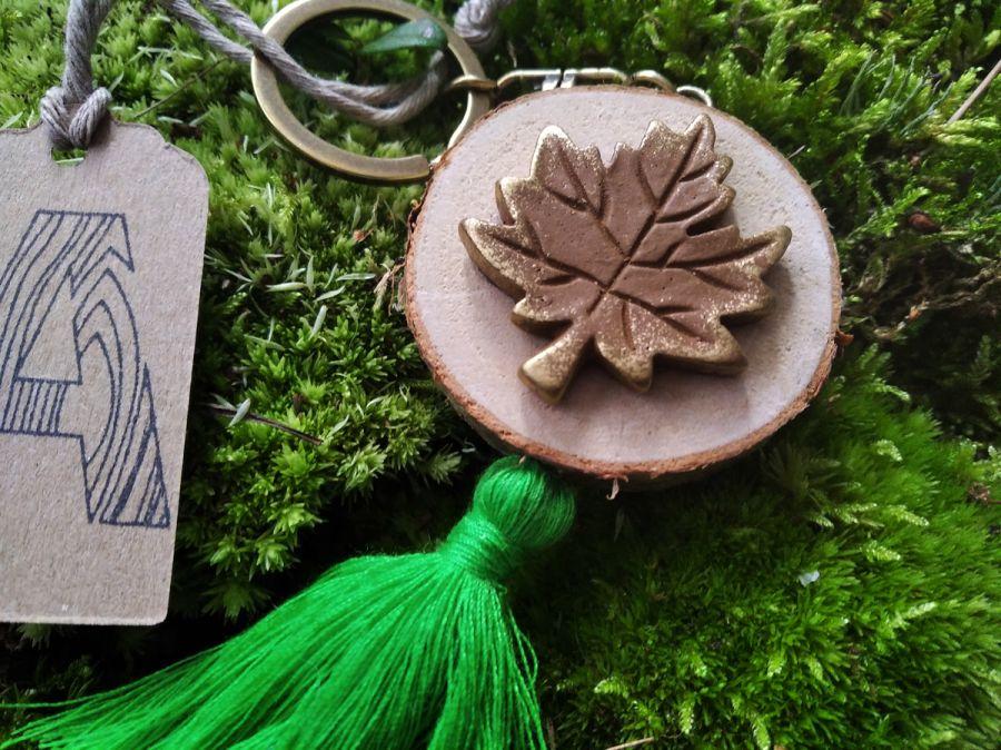 Breloczek drewniany rustykalny liść zielony