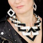 Bogaty komplet biało-czarnej biżuterii - Designerski zestaw biżuterii.