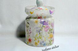 Szklany pojemnik w pastelowe kwiaty
