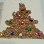 Świąteczna kartka z choinką. - kartka Wesołych Świąt