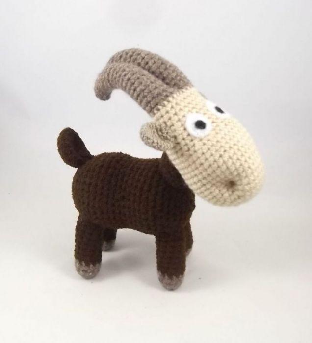 MEELUNIA - szydełkowa koza