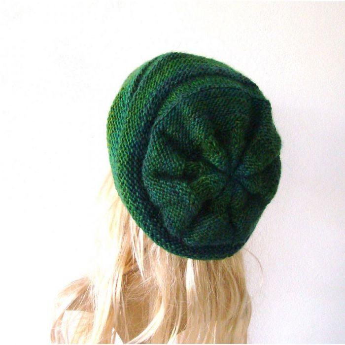 czapka damska w zieleniach