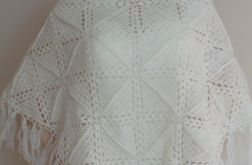 Kremowa szydełkowa chusta