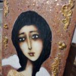 Anioł zamyślony - widok z boku obrazu