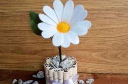 Margaretka - kwiat z filcu - biała doniczka