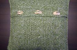 Zielona poszewka robiona na drutach