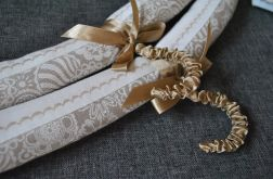 Dwa wieszaki obszyte tkaniną - kwiaty na lnie