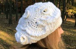 Mleczny beret freeform crochet